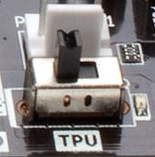 TPUのオン/オフはマザーボード上のスイッチで行えます