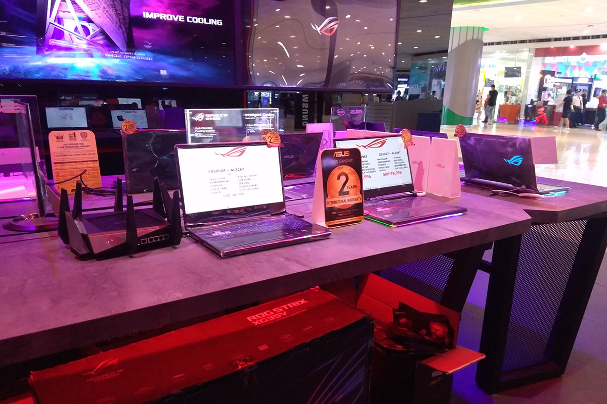 ROG Concept Stores - SM Mall of Asia