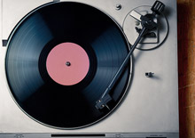 ASUS AudioWizard מספק הגדרות שמע שעברו אופטימיזציה כדי להתאימן לסוגים שונים של תוכן. מצב המוזיקה משדרג את הבס ומספק טווח שמע רחב יותר עבור ז'אנרים שונים של מוזיקה